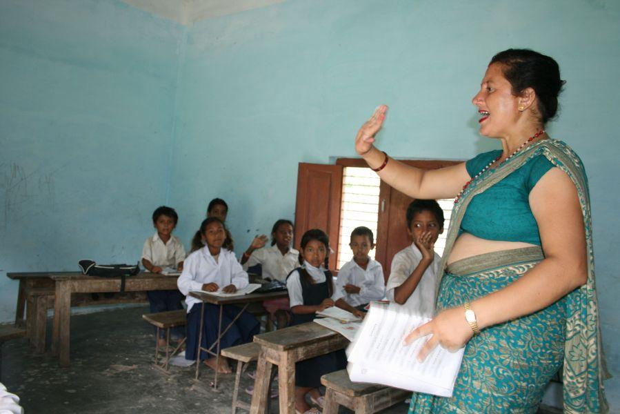Mrs. Maya underviser i engelsk