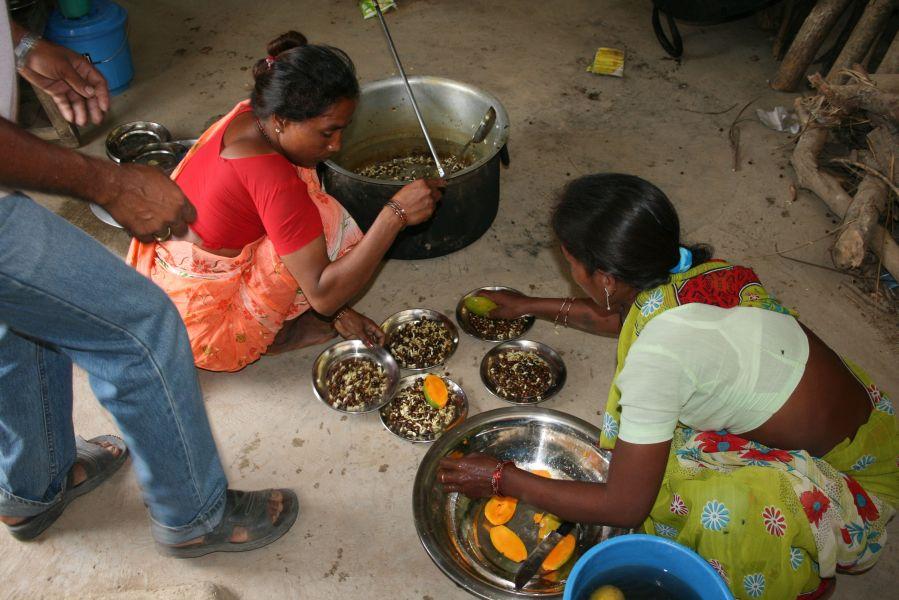 Bishnu og Asha laver mad