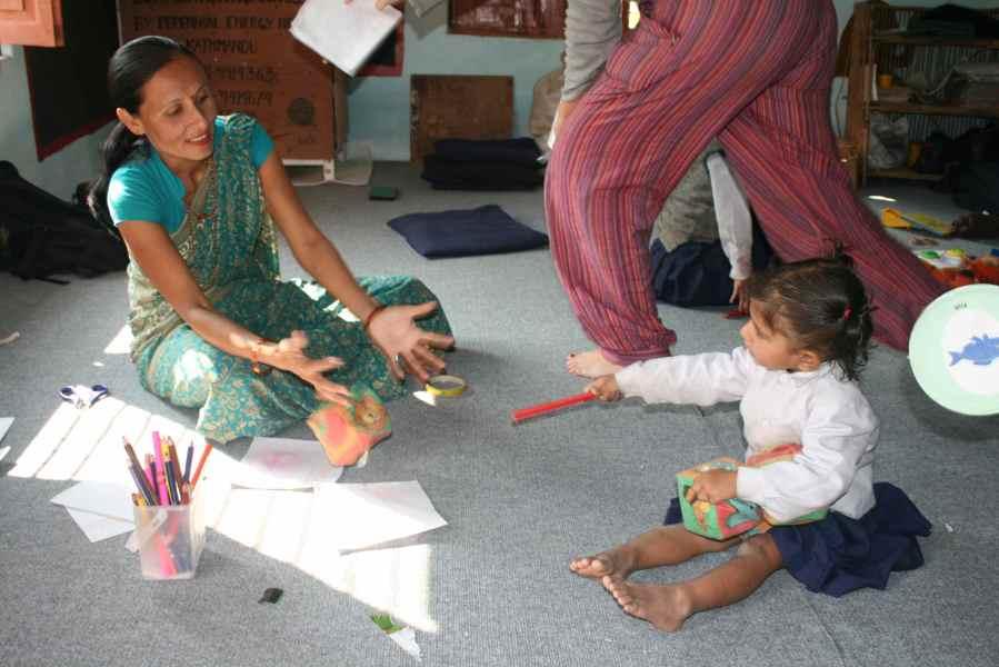 Lærer Balkumari og en lille pige som alle troede var langsom