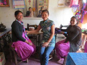 Sita og Saraswoti med deres lærer i midten.