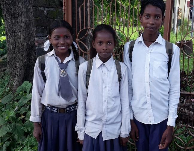 Jamuna, Ganga og deres storebror, som går i 7. klasse.